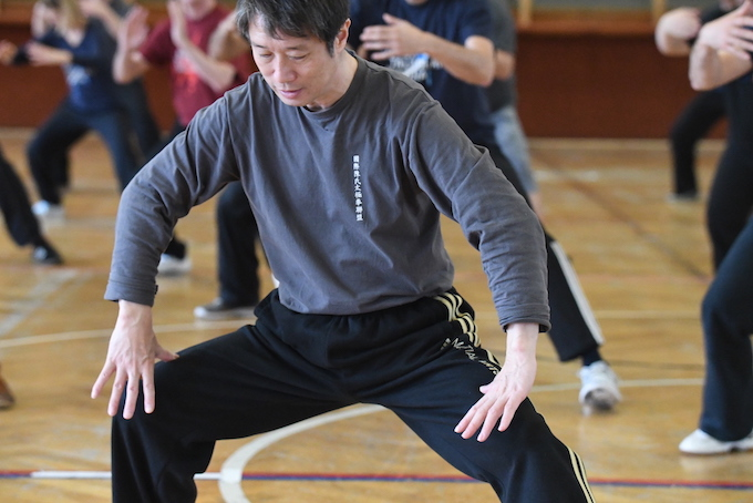 Bild Chen Peishan erklärt Anforderungen an die richtige Körperstruktur