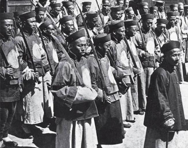 Bild  1895 Qing Armee eine Einheit mit Säbel