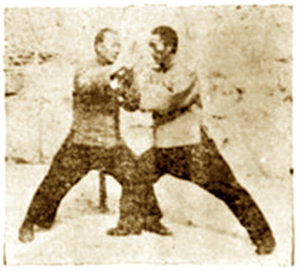 Bild: Das Bing in Partnerübung Tuishou, ca. 1935