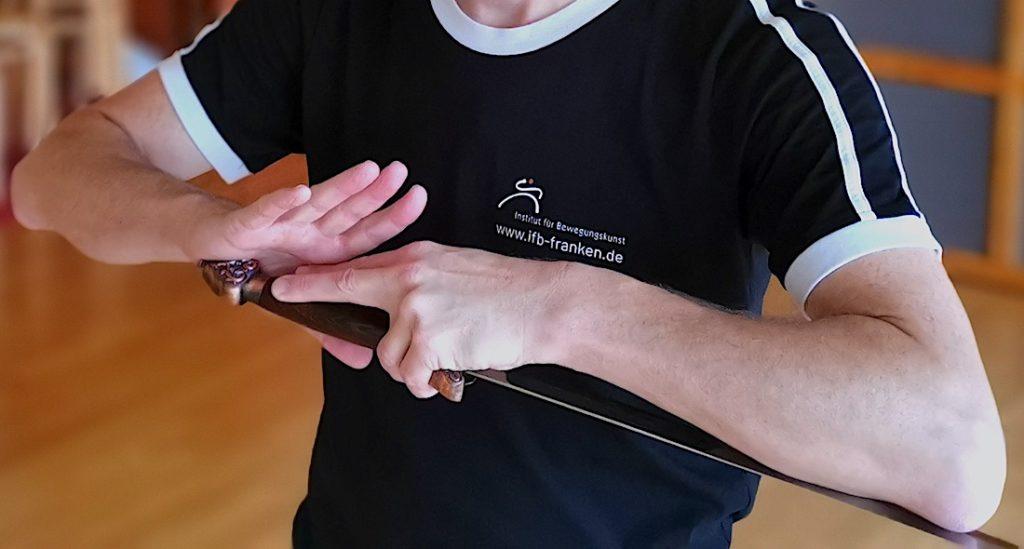 Bild: Workshop Sizheng Taijiquan Schwert - Das Schwert aus der Scheide ziehen
