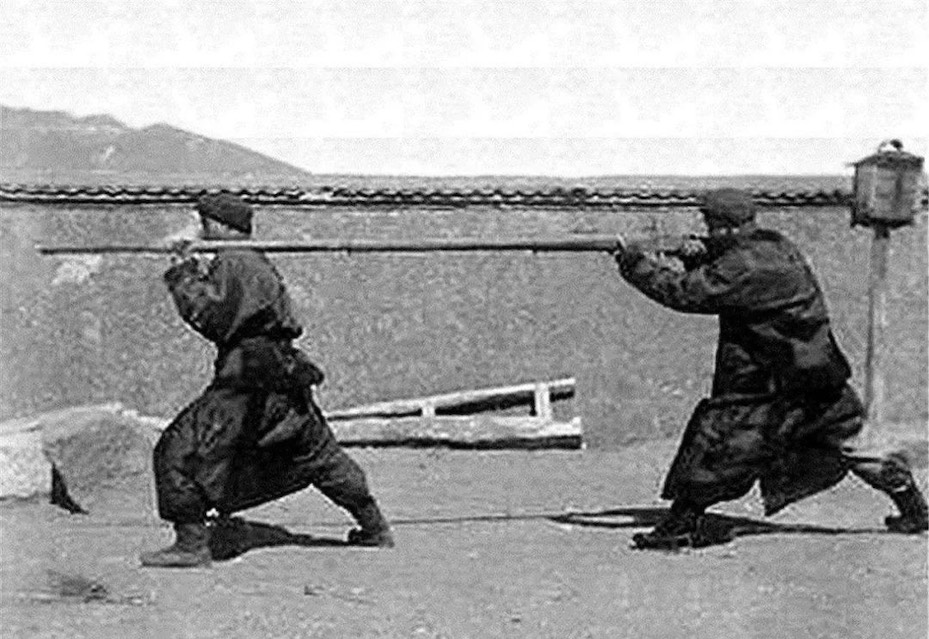 Bild  ca. 1900 das 抬槍 Tai Qiang, ein großes schweres Gewehr der Qing Armee
